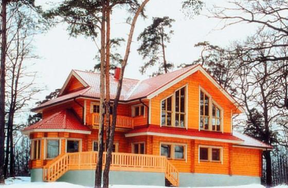 Проект частного дома с эркером и двумя балконами из клееного бруса