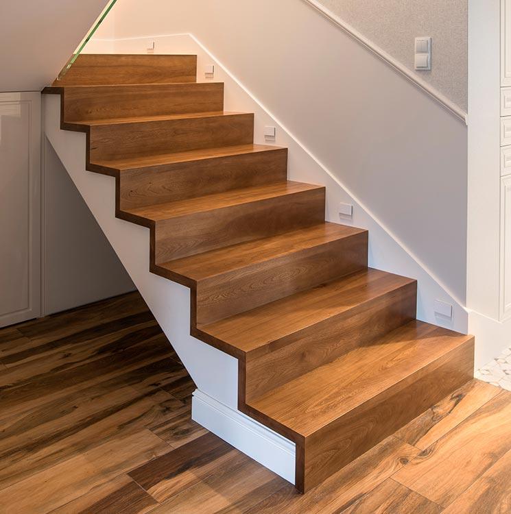 Крепление лестницы косоур
