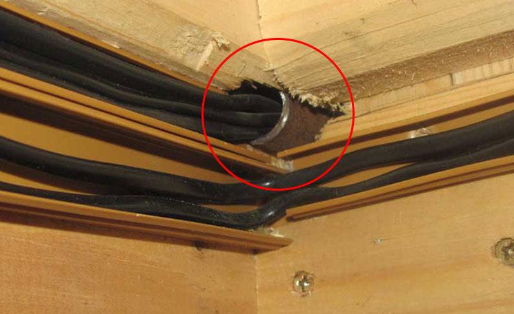Проходы кабелей между стен